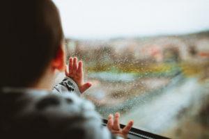 子どもと窓